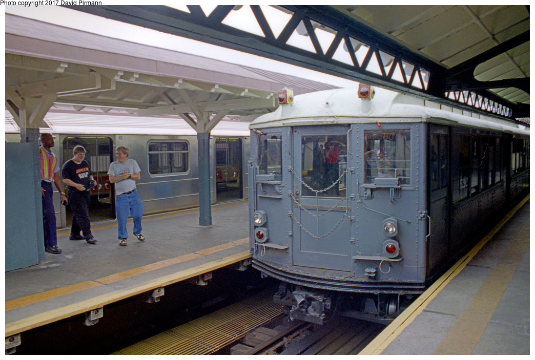 (167k, 1044x699)<br><b>Country:</b> United States<br><b>City:</b> New York<br><b>System:</b> New York City Transit<br><b>Line:</b> IRT West Side Line<br><b>Location:</b> 242nd Street/Van Cortlandt Park <br><b>Route:</b> Fan Trip<br><b>Car:</b> Low-V (Museum Train) 5292 <br><b>Photo by:</b> David Pirmann<br><b>Date:</b> 9/8/1996<br><b>Viewed (this week/total):</b> 0 / 4206