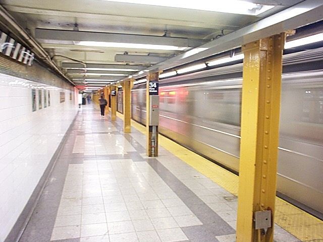 (115k, 640x480)<br><b>Country:</b> United States<br><b>City:</b> New York<br><b>System:</b> New York City Transit<br><b>Line:</b> IRT West Side Line<br><b>Location:</b> 34th Street/Penn Station <br><b>Photo by:</b> Richard Brome<br><b>Date:</b> 3/19/1999<br><b>Viewed (this week/total):</b> 0 / 3286