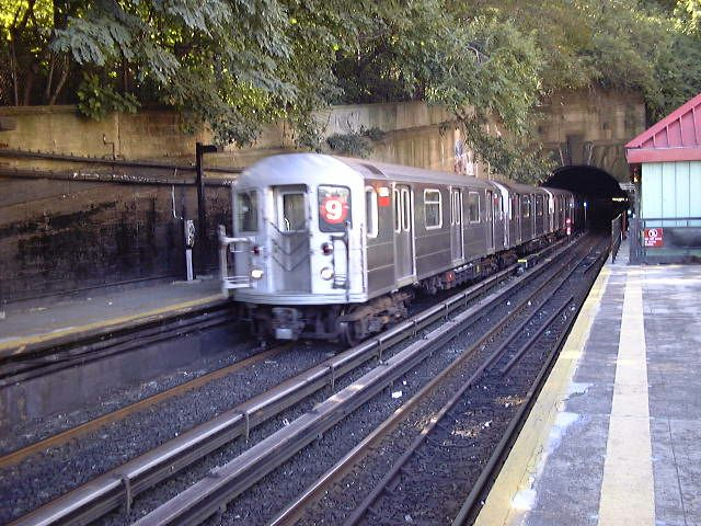 (94k, 640x480)<br><b>Country:</b> United States<br><b>City:</b> New York<br><b>System:</b> New York City Transit<br><b>Line:</b> IRT West Side Line<br><b>Location:</b> Dyckman Street <br><b>Route:</b> 9<br><b>Car:</b> R-62A (Bombardier, 1984-1987)   <br><b>Photo by:</b> Trevor Logan<br><b>Date:</b> 9/2000<br><b>Viewed (this week/total):</b> 7 / 6895