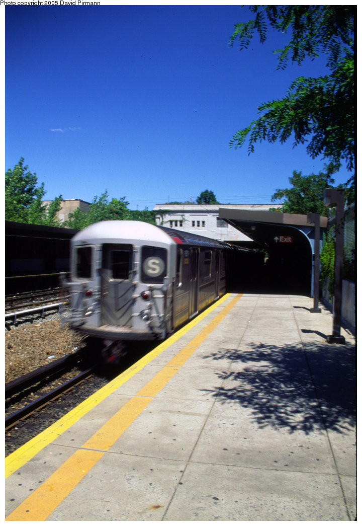 (190k, 720x1045)<br><b>Country:</b> United States<br><b>City:</b> New York<br><b>System:</b> New York City Transit<br><b>Line:</b> IRT Dyre Ave. Line<br><b>Location:</b> Gun Hill Road <br><b>Route:</b> 5<br><b>Photo by:</b> David Pirmann<br><b>Date:</b> 8/1/1998<br><b>Viewed (this week/total):</b> 2 / 2640