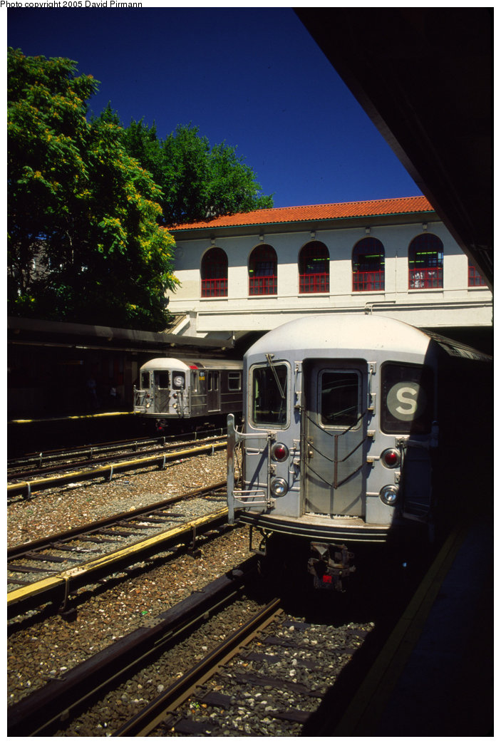 (208k, 703x1044)<br><b>Country:</b> United States<br><b>City:</b> New York<br><b>System:</b> New York City Transit<br><b>Line:</b> IRT Dyre Ave. Line<br><b>Location:</b> Morris Park <br><b>Route:</b> 5<br><b>Car:</b> R-62A (Bombardier, 1984-1987)  1811 <br><b>Photo by:</b> David Pirmann<br><b>Date:</b> 8/1/1998<br><b>Viewed (this week/total):</b> 0 / 7677