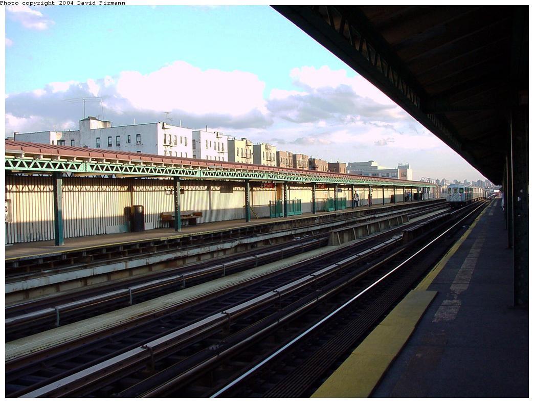 (130k, 1044x788)<br><b>Country:</b> United States<br><b>City:</b> New York<br><b>System:</b> New York City Transit<br><b>Line:</b> IRT Woodlawn Line<br><b>Location:</b> 167th Street <br><b>Photo by:</b> David Pirmann<br><b>Date:</b> 7/12/2001<br><b>Viewed (this week/total):</b> 5 / 3884