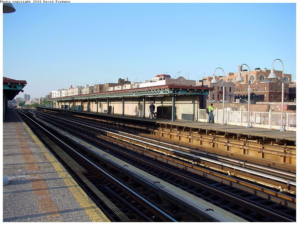 (150k, 1044x788)<br><b>Country:</b> United States<br><b>City:</b> New York<br><b>System:</b> New York City Transit<br><b>Line:</b> IRT Woodlawn Line<br><b>Location:</b> 170th Street <br><b>Route:</b> 4<br><b>Photo by:</b> David Pirmann<br><b>Date:</b> 7/12/2001<br><b>Viewed (this week/total):</b> 2 / 1887
