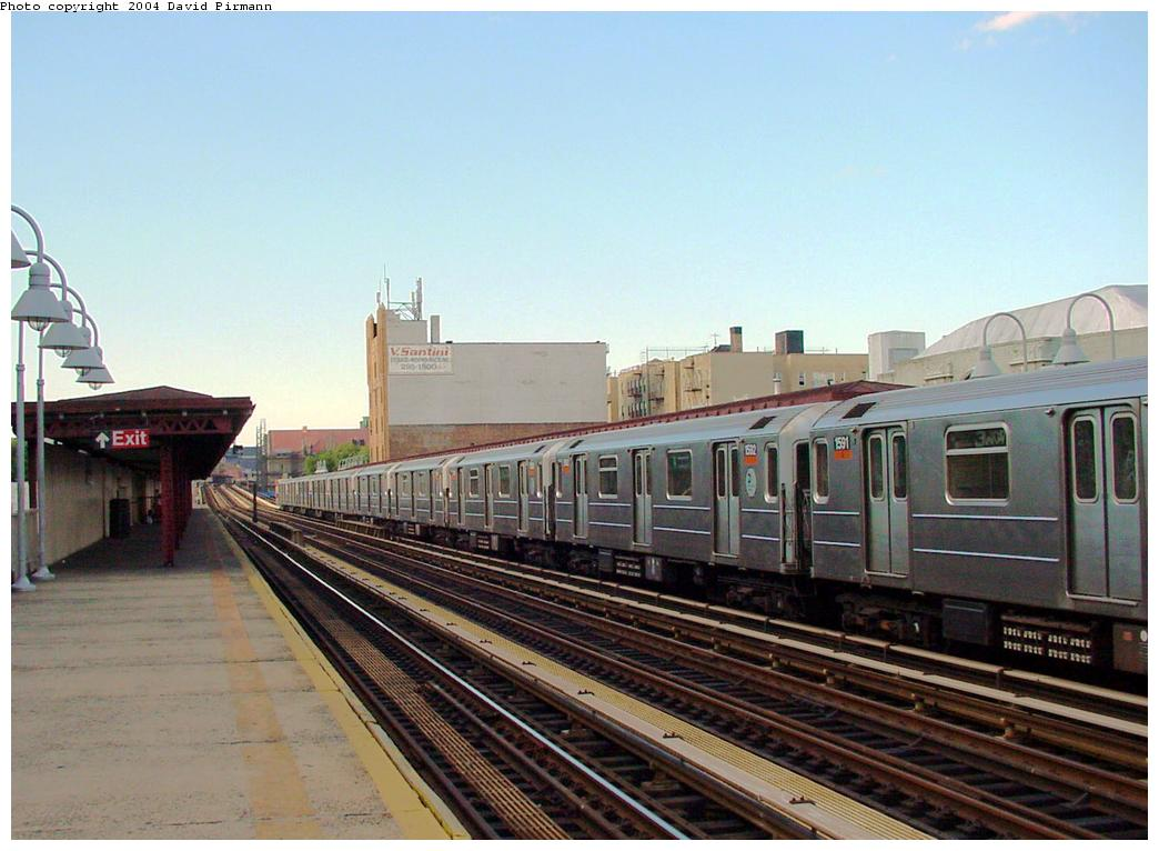 (113k, 1044x766)<br><b>Country:</b> United States<br><b>City:</b> New York<br><b>System:</b> New York City Transit<br><b>Line:</b> IRT Woodlawn Line<br><b>Location:</b> 183rd Street <br><b>Route:</b> 4<br><b>Car:</b> R-62 (Kawasaki, 1983-1985)  1592 <br><b>Photo by:</b> David Pirmann<br><b>Date:</b> 7/12/2001<br><b>Viewed (this week/total):</b> 0 / 4447