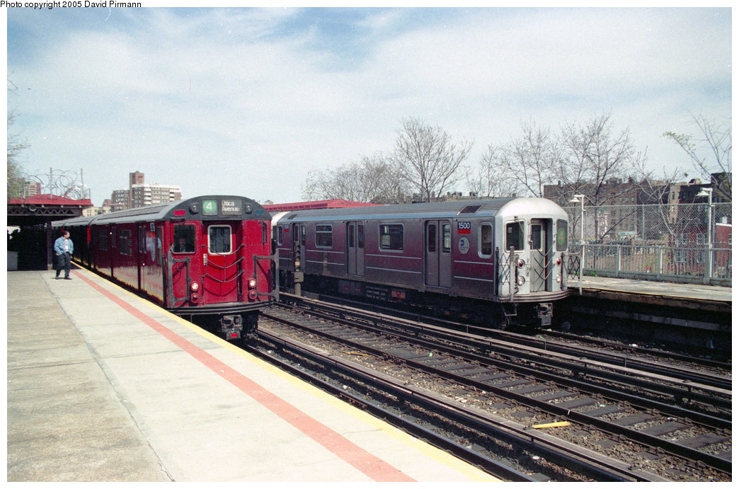 (237k, 1044x691)<br><b>Country:</b> United States<br><b>City:</b> New York<br><b>System:</b> New York City Transit<br><b>Line:</b> IRT Woodlawn Line<br><b>Location:</b> Bedford Park Boulevard <br><b>Route:</b> 4<br><b>Car:</b> R-62 (Kawasaki, 1983-1985)  1500 <br><b>Photo by:</b> David Pirmann<br><b>Date:</b> 4/10/1998<br><b>Notes:</b> With R33 9276<br><b>Viewed (this week/total):</b> 3 / 5039