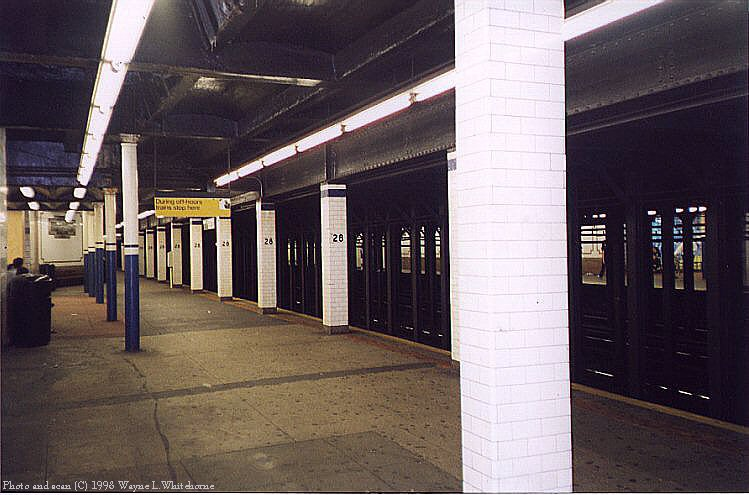 (77k, 749x495)<br><b>Country:</b> United States<br><b>City:</b> New York<br><b>System:</b> New York City Transit<br><b>Line:</b> IRT East Side Line<br><b>Location:</b> 28th Street <br><b>Photo by:</b> Wayne Whitehorne<br><b>Date:</b> 9/19/1998<br><b>Notes:</b> A view of the soutbound platform<br><b>Viewed (this week/total):</b> 5 / 5033