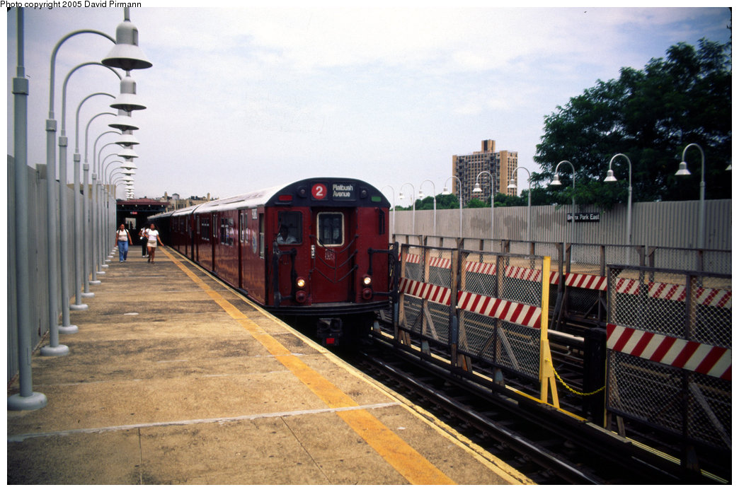 (202k, 1044x696)<br><b>Country:</b> United States<br><b>City:</b> New York<br><b>System:</b> New York City Transit<br><b>Line:</b> IRT White Plains Road Line<br><b>Location:</b> Bronx Park East <br><b>Route:</b> 2<br><b>Car:</b> R-33 Main Line (St. Louis, 1962-63) 9080 <br><b>Photo by:</b> David Pirmann<br><b>Date:</b> 7/21/1999<br><b>Viewed (this week/total):</b> 8 / 5076