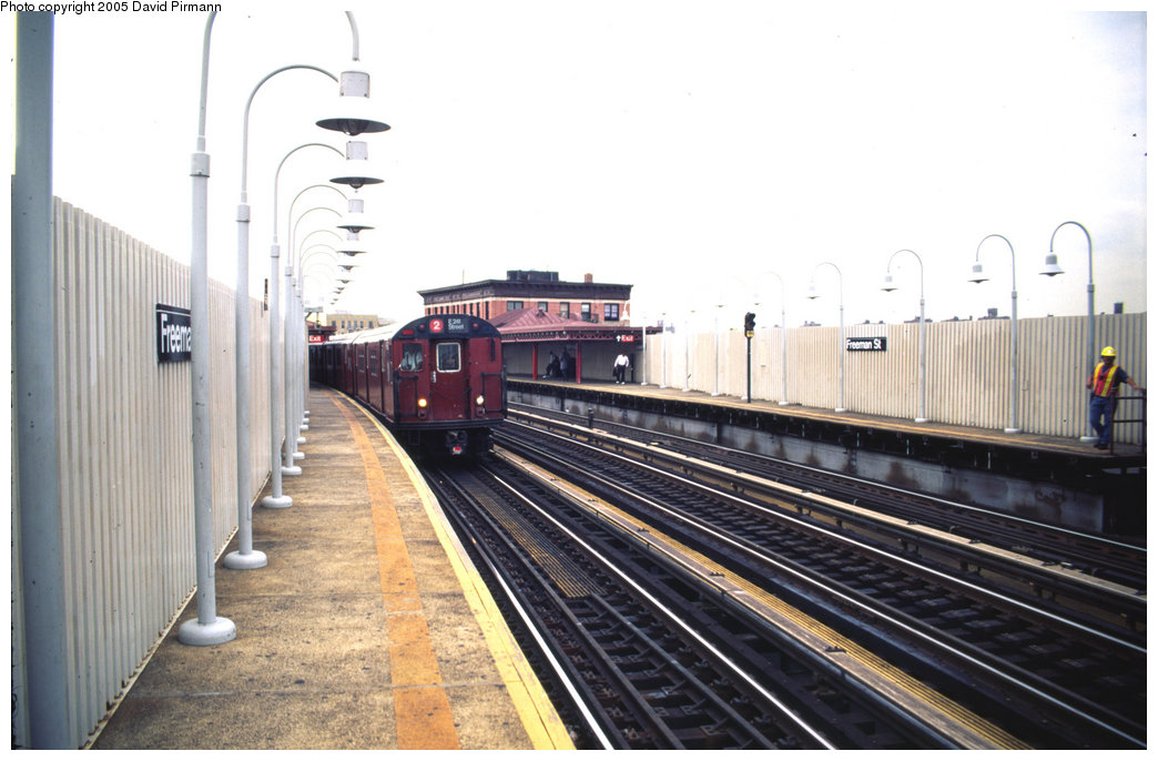 (172k, 1044x686)<br><b>Country:</b> United States<br><b>City:</b> New York<br><b>System:</b> New York City Transit<br><b>Line:</b> IRT White Plains Road Line<br><b>Location:</b> Freeman Street <br><b>Photo by:</b> David Pirmann<br><b>Date:</b> 7/21/1999<br><b>Viewed (this week/total):</b> 4 / 3524