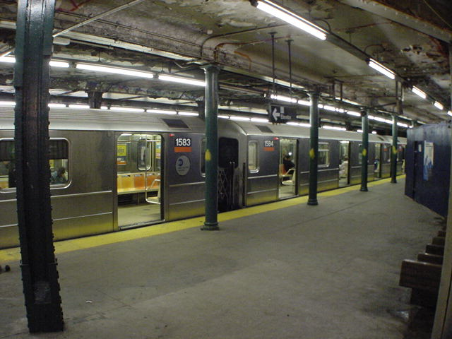 (60k, 640x480)<br><b>Country:</b> United States<br><b>City:</b> New York<br><b>System:</b> New York City Transit<br><b>Line:</b> IRT Brooklyn Line<br><b>Location:</b> Atlantic Avenue <br><b>Car:</b> R-62 (Kawasaki, 1983-1985)  1583 <br><b>Photo by:</b> Salaam Allah<br><b>Date:</b> 10/30/2000<br><b>Viewed (this week/total):</b> 9 / 8486