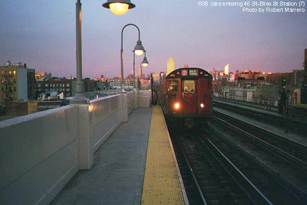 (35k, 600x400)<br><b>Country:</b> United States<br><b>City:</b> New York<br><b>System:</b> New York City Transit<br><b>Line:</b> IRT Flushing Line<br><b>Location:</b> 46th Street/Bliss Street <br><b>Route:</b> 7<br><b>Photo by:</b> Robert Marrero<br><b>Date:</b> 12/2000<br><b>Viewed (this week/total):</b> 0 / 3590