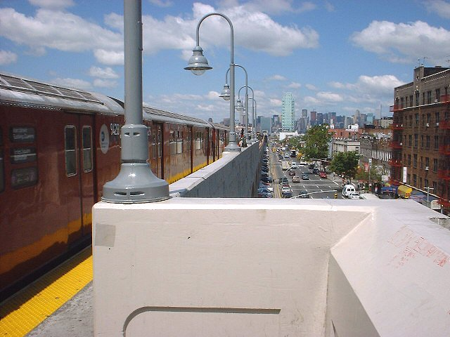 (66k, 640x480)<br><b>Country:</b> United States<br><b>City:</b> New York<br><b>System:</b> New York City Transit<br><b>Line:</b> IRT Flushing Line<br><b>Location:</b> 46th Street/Bliss Street <br><b>Route:</b> 7<br><b>Photo by:</b> Peggy Darlington<br><b>Date:</b> 2000<br><b>Viewed (this week/total):</b> 0 / 3536