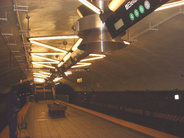 (61k, 640x480)<br><b>Country:</b> United States<br><b>City:</b> New York<br><b>System:</b> New York City Transit<br><b>Line:</b> IRT Flushing Line<br><b>Location:</b> Grand Central <br><b>Photo by:</b> Peggy Darlington<br><b>Date:</b> 2000<br><b>Viewed (this week/total):</b> 3 / 2462