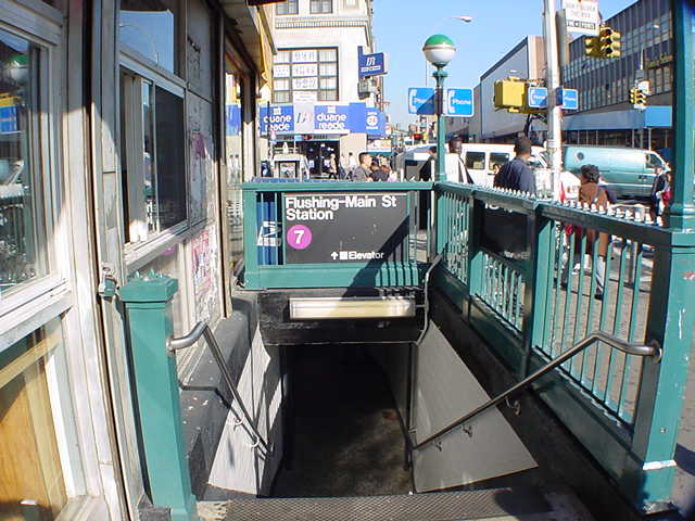 (60k, 640x480)<br><b>Country:</b> United States<br><b>City:</b> New York<br><b>System:</b> New York City Transit<br><b>Line:</b> IRT Flushing Line<br><b>Location:</b> Main Street/Flushing <br><b>Route:</b> 7<br><b>Photo by:</b> Salaam Allah<br><b>Date:</b> 10/24/2000<br><b>Viewed (this week/total):</b> 3 / 11431