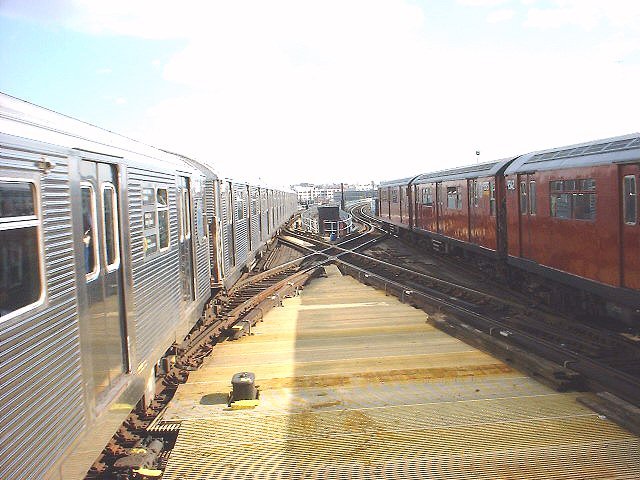 (80k, 640x480)<br><b>Country:</b> United States<br><b>City:</b> New York<br><b>System:</b> New York City Transit<br><b>Line:</b> IRT Flushing Line<br><b>Location:</b> Queensborough Plaza <br><b>Route:</b> 7<br><b>Photo by:</b> Peggy Darlington<br><b>Date:</b> 2000<br><b>Viewed (this week/total):</b> 3 / 2360