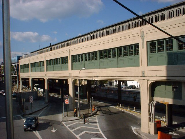 (73k, 640x480)<br><b>Country:</b> United States<br><b>City:</b> New York<br><b>System:</b> New York City Transit<br><b>Line:</b> IRT Flushing Line<br><b>Location:</b> Queensborough Plaza <br><b>Photo by:</b> Peggy Darlington<br><b>Date:</b> 2000<br><b>Viewed (this week/total):</b> 0 / 2529