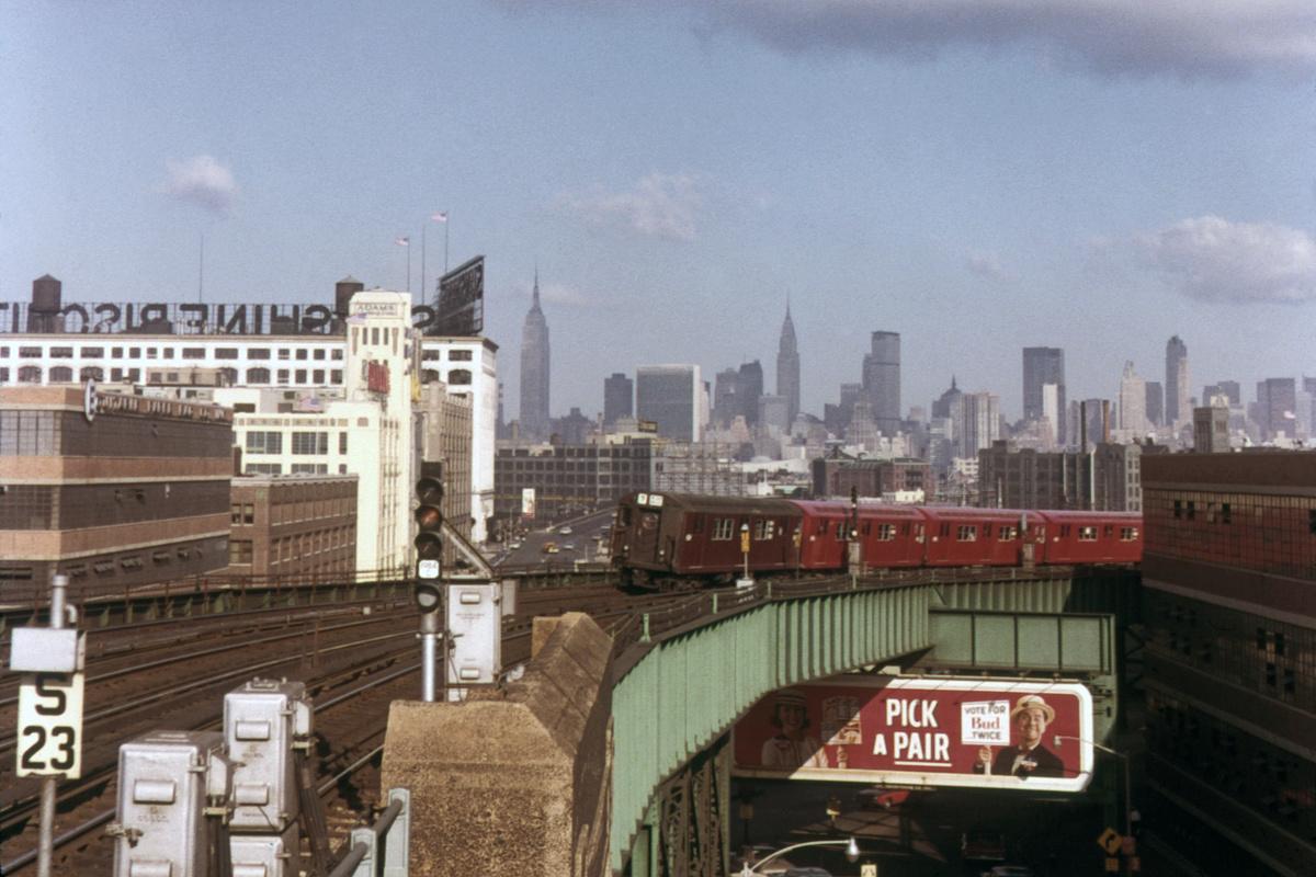 (368k, 1044x726)<br><b>Country:</b> United States<br><b>City:</b> New York<br><b>System:</b> New York City Transit<br><b>Line:</b> IRT Flushing Line<br><b>Location:</b> 33rd Street/Rawson Street <br><b>Route:</b> 7<br><b>Car:</b> R-17 (St. Louis, 1955-56)  <br><b>Collection of:</b> David Pirmann<br><b>Notes:</b> View of Manhattan skyline<br><b>Viewed (this week/total):</b> 2 / 2599