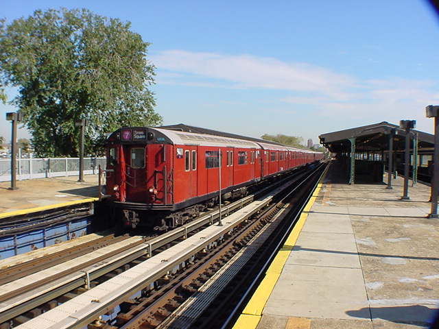 (60k, 640x480)<br><b>Country:</b> United States<br><b>City:</b> New York<br><b>System:</b> New York City Transit<br><b>Line:</b> IRT Flushing Line<br><b>Location:</b> Willets Point/Mets (fmr. Shea Stadium) <br><b>Route:</b> 7<br><b>Car:</b> R-36 World's Fair (St. Louis, 1963-64) 9411 <br><b>Photo by:</b> Salaam Allah<br><b>Date:</b> 10/24/2000<br><b>Viewed (this week/total):</b> 4 / 3877