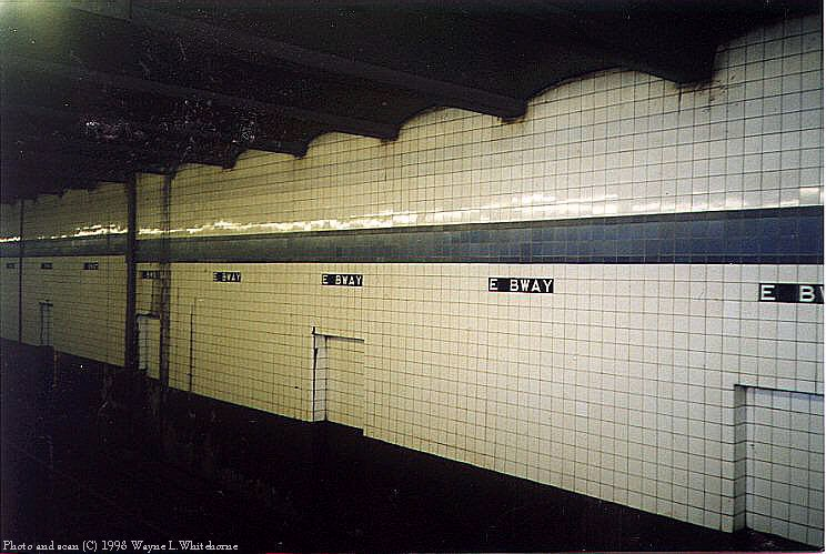 (85k, 744x499)<br><b>Country:</b> United States<br><b>City:</b> New York<br><b>System:</b> New York City Transit<br><b>Line:</b> IND 6th Avenue Line<br><b>Location:</b> East Broadway <br><b>Photo by:</b> Wayne Whitehorne<br><b>Date:</b> 8/21/1998<br><b>Notes:</b> East Broadway IND station tile band<br><b>Viewed (this week/total):</b> 5 / 3502