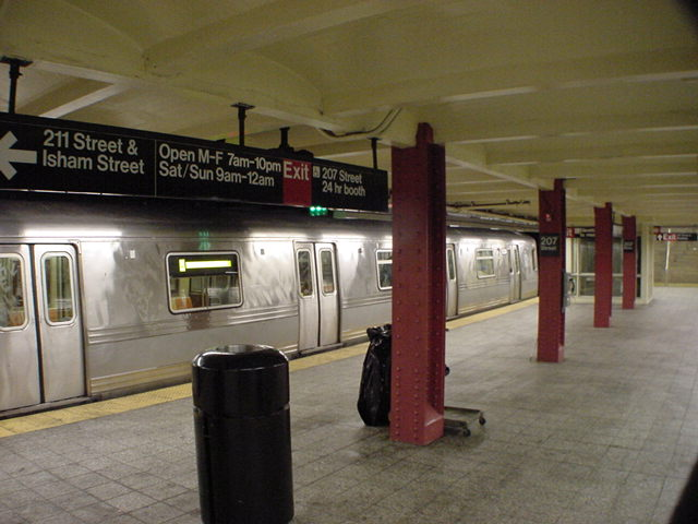 (59k, 640x480)<br><b>Country:</b> United States<br><b>City:</b> New York<br><b>System:</b> New York City Transit<br><b>Line:</b> IND 8th Avenue Line<br><b>Location:</b> 207th Street <br><b>Route:</b> A<br><b>Car:</b> R-44 (St. Louis, 1971-73)  <br><b>Photo by:</b> Salaam Allah<br><b>Date:</b> 10/30/2000<br><b>Viewed (this week/total):</b> 3 / 7023