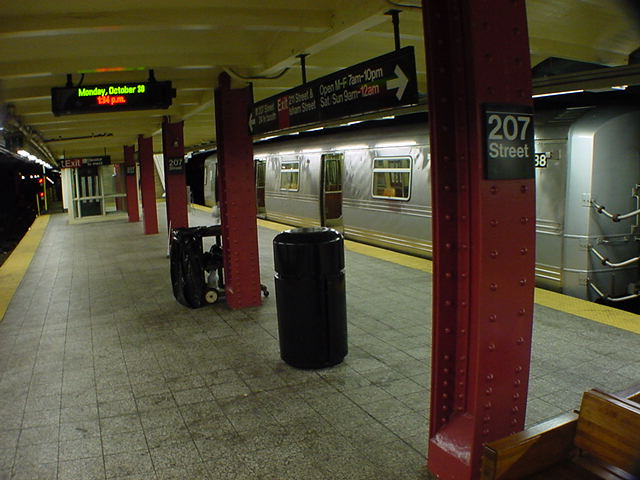 (60k, 640x480)<br><b>Country:</b> United States<br><b>City:</b> New York<br><b>System:</b> New York City Transit<br><b>Line:</b> IND 8th Avenue Line<br><b>Location:</b> 207th Street <br><b>Route:</b> A<br><b>Car:</b> R-44 (St. Louis, 1971-73) 5438 <br><b>Photo by:</b> Salaam Allah<br><b>Date:</b> 10/30/2000<br><b>Viewed (this week/total):</b> 1 / 5786
