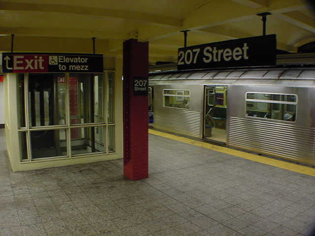 (61k, 640x480)<br><b>Country:</b> United States<br><b>City:</b> New York<br><b>System:</b> New York City Transit<br><b>Line:</b> IND 8th Avenue Line<br><b>Location:</b> 207th Street <br><b>Route:</b> A<br><b>Car:</b> R-38 (St. Louis, 1966-1967)   <br><b>Photo by:</b> Salaam Allah<br><b>Date:</b> 10/31/2000<br><b>Viewed (this week/total):</b> 3 / 6745