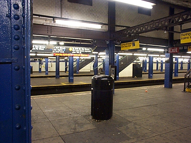 (141k, 640x480)<br><b>Country:</b> United States<br><b>City:</b> New York<br><b>System:</b> New York City Transit<br><b>Line:</b> IND 8th Avenue Line<br><b>Location:</b> 59th Street/Columbus Circle <br><b>Photo by:</b> Richard Brome<br><b>Date:</b> 3/18/1999<br><b>Viewed (this week/total):</b> 0 / 2573