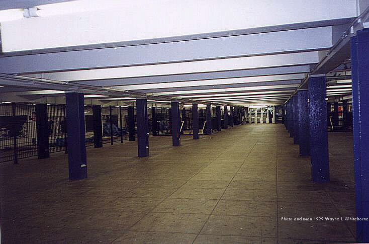 (61k, 734x485)<br><b>Country:</b> United States<br><b>City:</b> New York<br><b>System:</b> New York City Transit<br><b>Line:</b> IND Concourse Line<br><b>Location:</b> Tremont Avenue <br><b>Photo by:</b> Wayne Whitehorne<br><b>Date:</b> 9/24/1999<br><b>Notes:</b> Mezzanine<br><b>Viewed (this week/total):</b> 1 / 3675