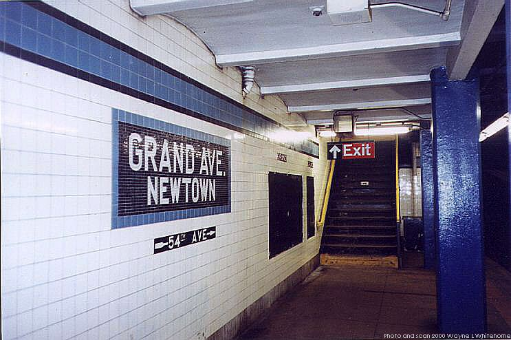 (75k, 743x494)<br><b>Country:</b> United States<br><b>City:</b> New York<br><b>System:</b> New York City Transit<br><b>Line:</b> IND Queens Boulevard Line<br><b>Location:</b> Grand Avenue/Newtown <br><b>Photo by:</b> Wayne Whitehorne<br><b>Date:</b> 1/8/2000<br><b>Viewed (this week/total):</b> 2 / 2389