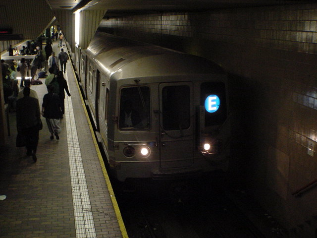(62k, 640x480)<br><b>Country:</b> United States<br><b>City:</b> New York<br><b>System:</b> New York City Transit<br><b>Line:</b> IND Queens Boulevard Line<br><b>Location:</b> Jamaica Center/Parsons-Archer <br><b>Car:</b> R-46 (Pullman-Standard, 1974-75)  <br><b>Photo by:</b> Salaam Allah<br><b>Date:</b> 10/27/2000<br><b>Viewed (this week/total):</b> 3 / 11560