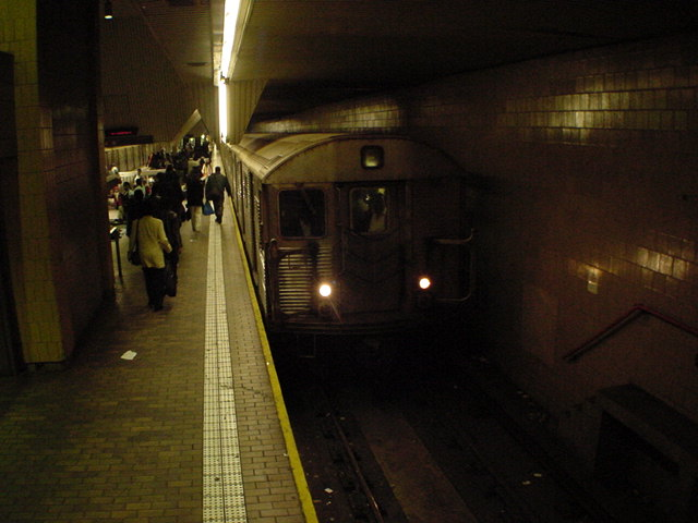 (62k, 640x480)<br><b>Country:</b> United States<br><b>City:</b> New York<br><b>System:</b> New York City Transit<br><b>Line:</b> IND Queens Boulevard Line<br><b>Location:</b> Jamaica Center/Parsons-Archer <br><b>Car:</b> R-32 (Budd, 1964)   <br><b>Photo by:</b> Salaam Allah<br><b>Date:</b> 10/27/2000<br><b>Viewed (this week/total):</b> 0 / 6344