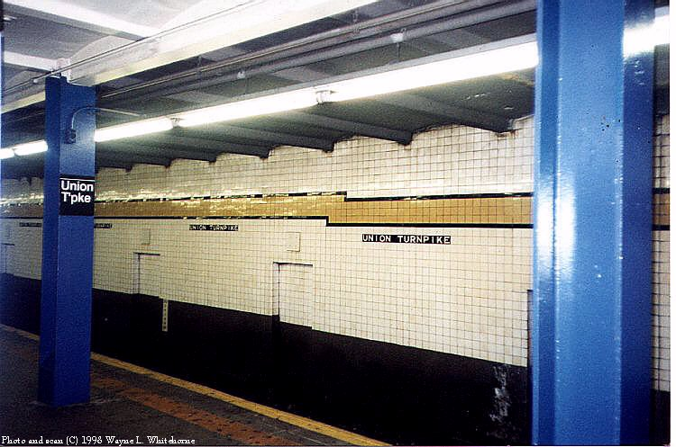 (90k, 750x497)<br><b>Country:</b> United States<br><b>City:</b> New York<br><b>System:</b> New York City Transit<br><b>Line:</b> IND Queens Boulevard Line<br><b>Location:</b> Union Turnpike/Kew Gardens <br><b>Photo by:</b> Wayne Whitehorne<br><b>Date:</b> 1/3/1998<br><b>Viewed (this week/total):</b> 0 / 2736