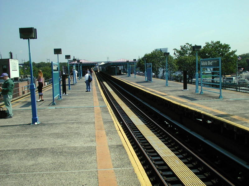 (99k, 800x600)<br><b>Country:</b> United States<br><b>City:</b> New York<br><b>System:</b> New York City Transit<br><b>Line:</b> BMT Astoria Line<br><b>Location:</b> Astoria Boulevard/Hoyt Avenue <br><b>Route:</b> N<br><b>Photo by:</b> Todd Glickman<br><b>Date:</b> 8/10/2000<br><b>Viewed (this week/total):</b> 2 / 2306