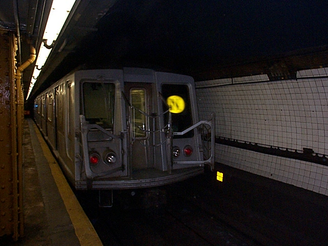 (111k, 640x480)<br><b>Country:</b> United States<br><b>City:</b> New York<br><b>System:</b> New York City Transit<br><b>Line:</b> BMT Broadway Line<br><b>Location:</b> Court Street <br><b>Route:</b> N<br><b>Car:</b> R-40 (St. Louis, 1968)   <br><b>Photo by:</b> Richard Brome<br><b>Date:</b> 3/18/1999<br><b>Viewed (this week/total):</b> 2 / 6952