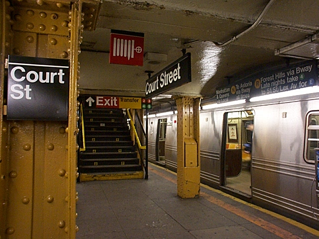 (135k, 640x480)<br><b>Country:</b> United States<br><b>City:</b> New York<br><b>System:</b> New York City Transit<br><b>Line:</b> BMT Broadway Line<br><b>Location:</b> Court Street <br><b>Car:</b> R-46 (Pullman-Standard, 1974-75)  <br><b>Photo by:</b> Richard Brome<br><b>Date:</b> 3/18/1999<br><b>Viewed (this week/total):</b> 4 / 8075