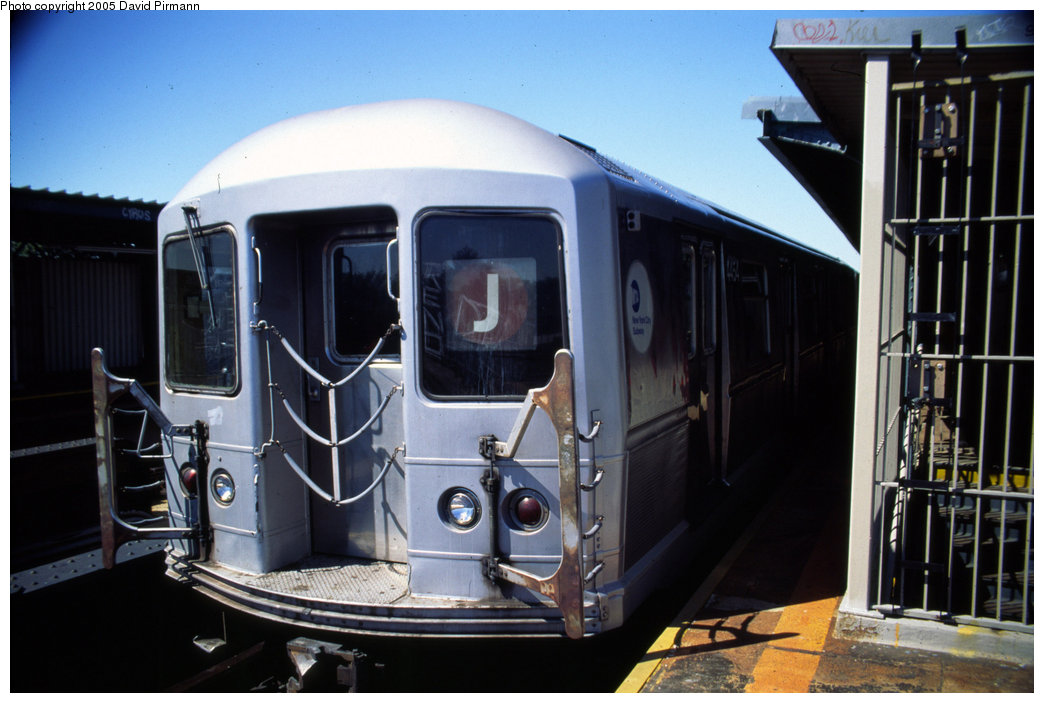 (171k, 1044x703)<br><b>Country:</b> United States<br><b>City:</b> New York<br><b>System:</b> New York City Transit<br><b>Line:</b> BMT Nassau Street/Jamaica Line<br><b>Location:</b> Cypress Hills <br><b>Route:</b> J<br><b>Car:</b> R-40M (St. Louis, 1969)  4454 <br><b>Photo by:</b> David Pirmann<br><b>Date:</b> 8/1/1998<br><b>Viewed (this week/total):</b> 0 / 3813