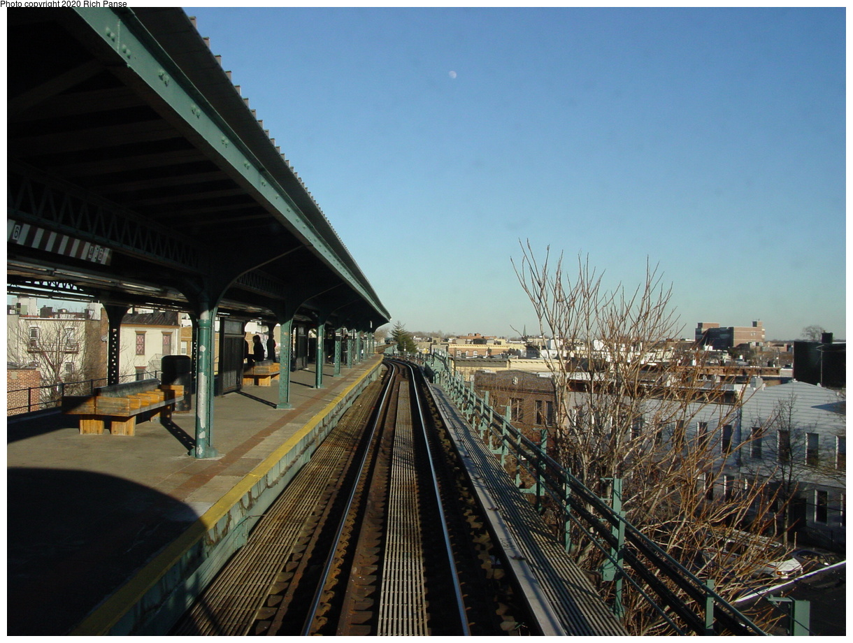 (83k, 820x620)<br><b>Country:</b> United States<br><b>City:</b> New York<br><b>System:</b> New York City Transit<br><b>Line:</b> BMT Myrtle Avenue Line<br><b>Location:</b> Forest Avenue <br><b>Photo by:</b> Richard Panse<br><b>Date:</b> 1/25/2002<br><b>Viewed (this week/total):</b> 1 / 3751