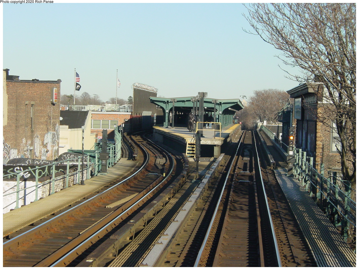 (106k, 820x620)<br><b>Country:</b> United States<br><b>City:</b> New York<br><b>System:</b> New York City Transit<br><b>Line:</b> BMT Myrtle Avenue Line<br><b>Location:</b> Fresh Pond Road <br><b>Photo by:</b> Richard Panse<br><b>Date:</b> 1/25/2002<br><b>Viewed (this week/total):</b> 0 / 4157