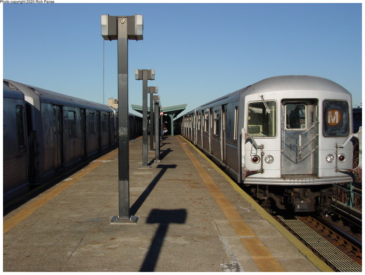 (70k, 820x620)<br><b>Country:</b> United States<br><b>City:</b> New York<br><b>System:</b> New York City Transit<br><b>Line:</b> BMT Myrtle Avenue Line<br><b>Location:</b> Seneca Avenue <br><b>Photo by:</b> Richard Panse<br><b>Date:</b> 1/25/2002<br><b>Viewed (this week/total):</b> 2 / 2523