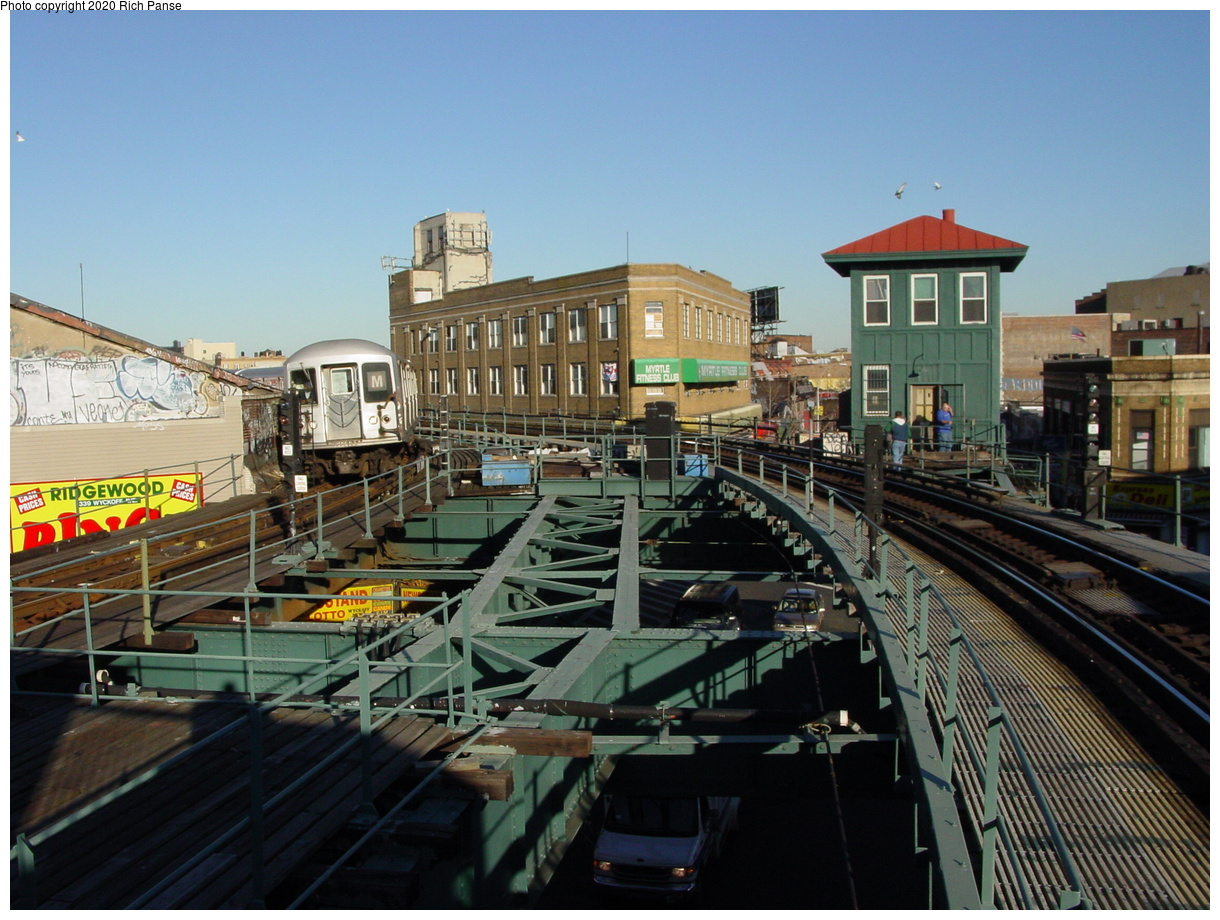 (87k, 820x620)<br><b>Country:</b> United States<br><b>City:</b> New York<br><b>System:</b> New York City Transit<br><b>Line:</b> BMT Myrtle Avenue Line<br><b>Location:</b> Wyckoff Avenue <br><b>Photo by:</b> Richard Panse<br><b>Date:</b> 1/25/2002<br><b>Viewed (this week/total):</b> 0 / 6271