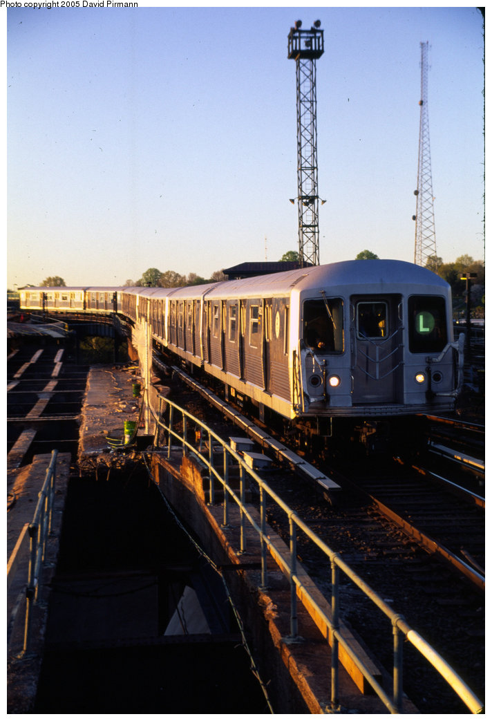 (177k, 712x1043)<br><b>Country:</b> United States<br><b>City:</b> New York<br><b>System:</b> New York City Transit<br><b>Line:</b> BMT Canarsie Line<br><b>Location:</b> Atlantic Avenue <br><b>Route:</b> L<br><b>Car:</b> R-42 (St. Louis, 1969-1970)   <br><b>Photo by:</b> David Pirmann<br><b>Date:</b> 4/30/1999<br><b>Notes:</b> Continuing to Atlantic Ave.- view of L train entering station<br><b>Viewed (this week/total):</b> 3 / 2811