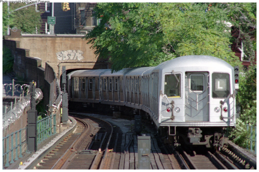 (251k, 1044x695)<br><b>Country:</b> United States<br><b>City:</b> New York<br><b>System:</b> New York City Transit<br><b>Line:</b> BMT Canarsie Line<br><b>Location:</b> Broadway Junction <br><b>Route:</b> L<br><b>Car:</b> R-42 (St. Louis, 1969-1970)   <br><b>Photo by:</b> David Pirmann<br><b>Date:</b> 10/11/1996<br><b>Viewed (this week/total):</b> 0 / 5047
