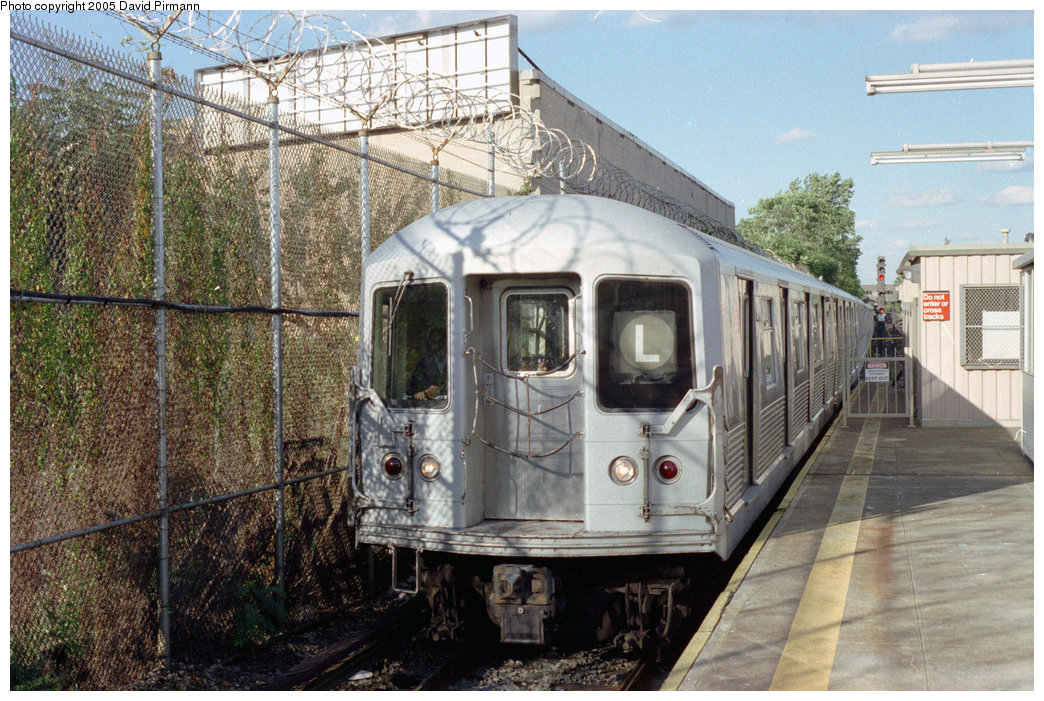 (267k, 1044x701)<br><b>Country:</b> United States<br><b>City:</b> New York<br><b>System:</b> New York City Transit<br><b>Line:</b> BMT Canarsie Line<br><b>Location:</b> Rockaway Parkway <br><b>Route:</b> L<br><b>Car:</b> R-42 (St. Louis, 1969-1970)   <br><b>Photo by:</b> David Pirmann<br><b>Date:</b> 9/24/1995<br><b>Viewed (this week/total):</b> 7 / 5012