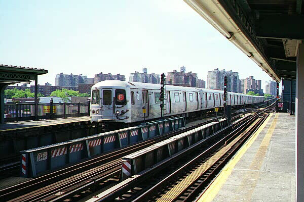 (121k, 600x400)<br><b>Country:</b> United States<br><b>City:</b> New York<br><b>System:</b> New York City Transit<br><b>Line:</b> BMT Culver Line<br><b>Location:</b> Avenue X <br><b>Route:</b> F<br><b>Car:</b> R-46 (Pullman-Standard, 1974-75)  <br><b>Photo by:</b> Sidney Keyles<br><b>Date:</b> 5/22/1999<br><b>Notes:</b> South view<br><b>Viewed (this week/total):</b> 0 / 4795