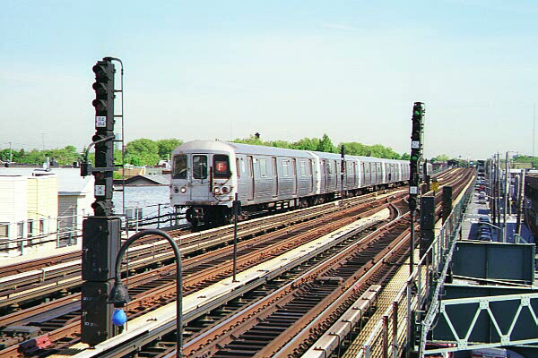 (135k, 600x400)<br><b>Country:</b> United States<br><b>City:</b> New York<br><b>System:</b> New York City Transit<br><b>Line:</b> BMT Culver Line<br><b>Location:</b> Avenue X <br><b>Route:</b> F<br><b>Car:</b> R-46 (Pullman-Standard, 1974-75)  <br><b>Photo by:</b> Sidney Keyles<br><b>Date:</b> 5/22/1999<br><b>Notes:</b> Southbound F train entering station<br><b>Viewed (this week/total):</b> 2 / 4133
