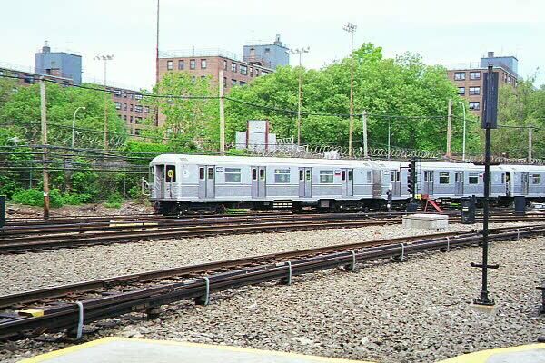 (168k, 600x400)<br><b>Country:</b> United States<br><b>City:</b> New York<br><b>System:</b> New York City Transit<br><b>Location:</b> Coney Island Yard<br><b>Route:</b> N<br><b>Car:</b> R-40M (St. Louis, 1969)  4507 <br><b>Photo by:</b> Sidney Keyles<br><b>Date:</b> 5/22/1999<br><b>Notes:</b> N train passing thru yard<br><b>Viewed (this week/total):</b> 0 / 4389