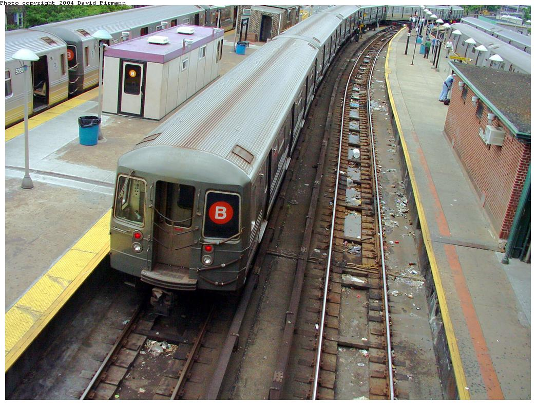 (169k, 1044x788)<br><b>Country:</b> United States<br><b>City:</b> New York<br><b>System:</b> New York City Transit<br><b>Location:</b> Coney Island/Stillwell Avenue<br><b>Route:</b> B<br><b>Car:</b> R-68/R-68A Series (Number Unknown)  <br><b>Photo by:</b> David Pirmann<br><b>Date:</b> 6/18/2000<br><b>Viewed (this week/total):</b> 5 / 4063
