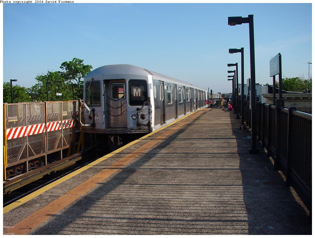 (140k, 1044x788)<br><b>Country:</b> United States<br><b>City:</b> New York<br><b>System:</b> New York City Transit<br><b>Line:</b> BMT West End Line<br><b>Location:</b> 55th Street <br><b>Route:</b> M<br><b>Car:</b> R-42 (St. Louis, 1969-1970)   <br><b>Photo by:</b> David Pirmann<br><b>Date:</b> 5/31/2000<br><b>Viewed (this week/total):</b> 1 / 3189