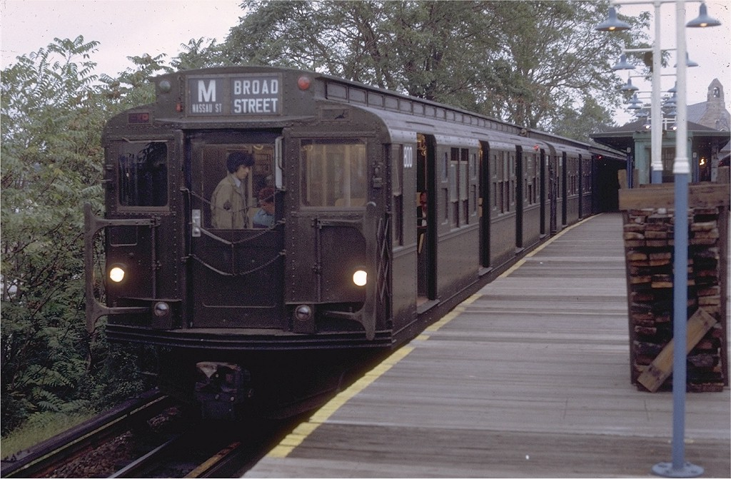 (211k, 1024x671)<br><b>Country:</b> United States<br><b>City:</b> New York<br><b>System:</b> New York City Transit<br><b>Line:</b> BMT Myrtle Avenue Line<br><b>Location:</b> Metropolitan Avenue <br><b>Route:</b> M<br><b>Car:</b> R-4 (American Car & Foundry, 1932-1933) 800 <br><b>Photo by:</b> Doug Grotjahn<br><b>Collection of:</b> Joe Testagrose<br><b>Date:</b> 9/28/1971<br><b>Viewed (this week/total):</b> 10 / 2946