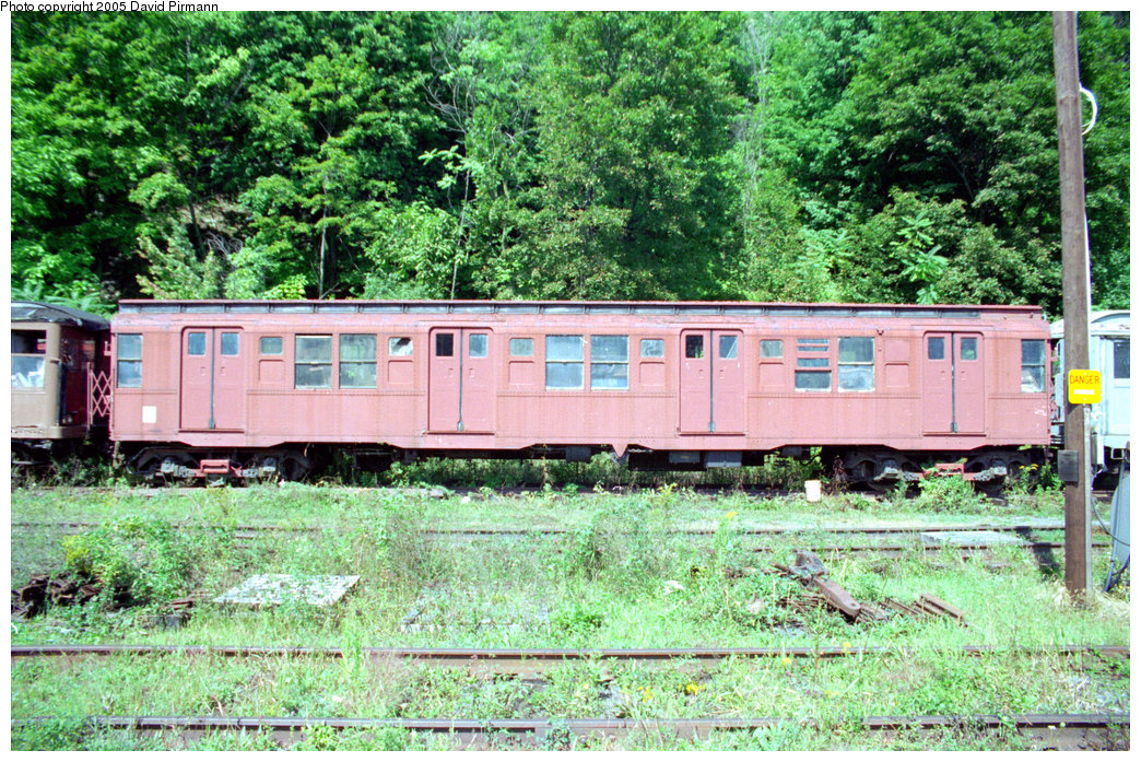 (377k, 1044x697)<br><b>Country:</b> United States<br><b>City:</b> Kingston, NY<br><b>System:</b> Trolley Museum of New York <br><b>Car:</b> R-4 (American Car & Foundry, 1932-1933) 825 <br><b>Photo by:</b> David Pirmann<br><b>Date:</b> 8/1996<br><b>Viewed (this week/total):</b> 6 / 6599