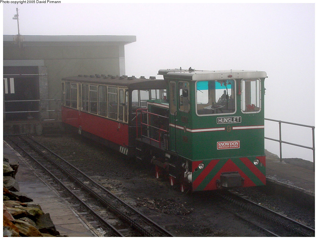 (178k, 1044x788)<br><b>Country:</b> United Kingdom<br><b>System:</b> Snowdon Mountain Railway <br><b>Photo by:</b> David Pirmann<br><b>Date:</b> 9/8/2000<br><b>Viewed (this week/total):</b> 1 / 1454